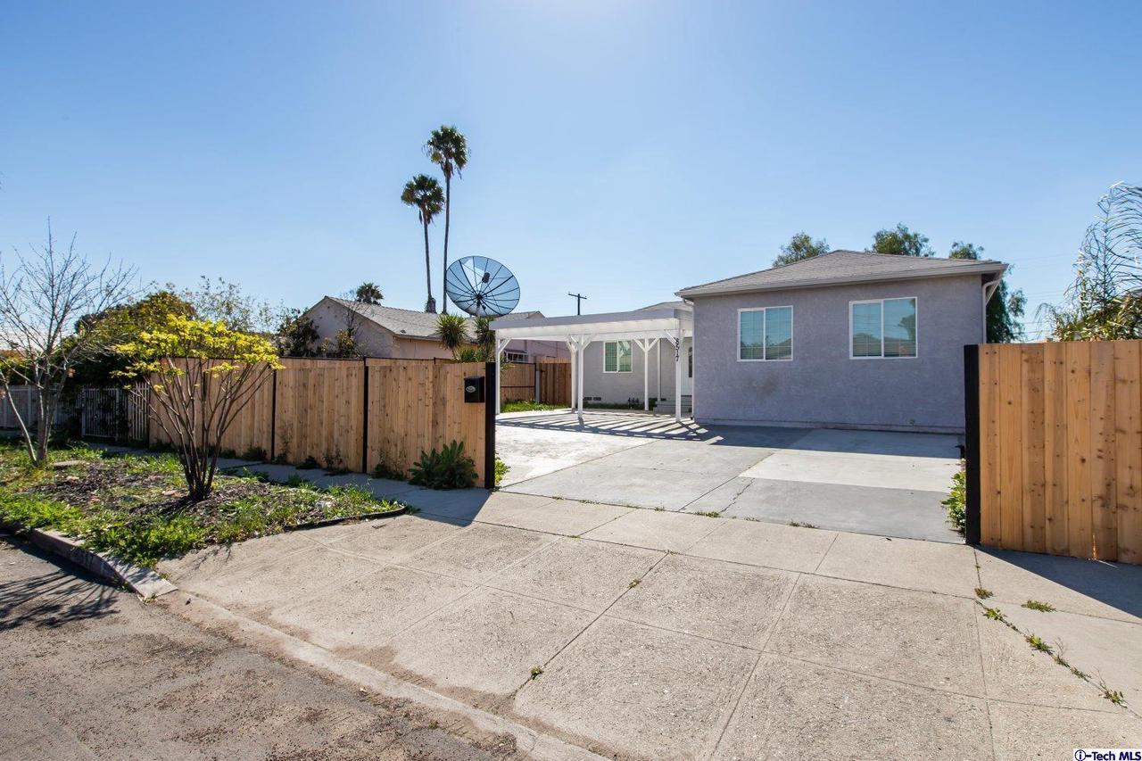 8517 OMELVENY AVENUE, Sun Valley, CA 91352